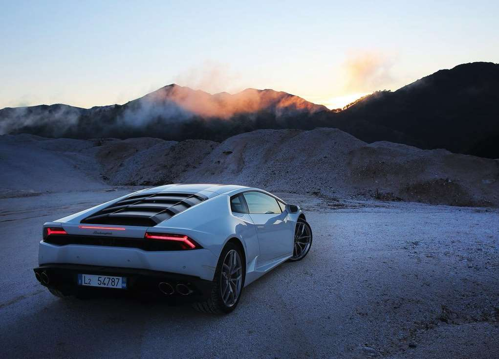 Lamborghini Huracan Sunset Mountain Background