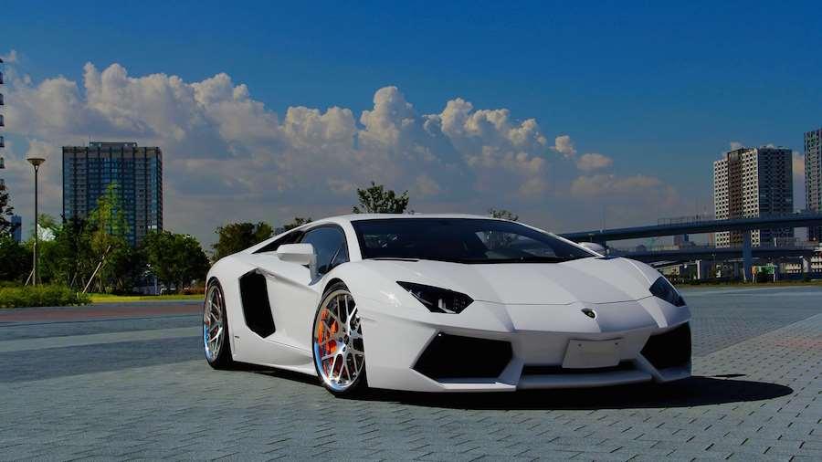 Lamborghini Focuses on Technology Features
