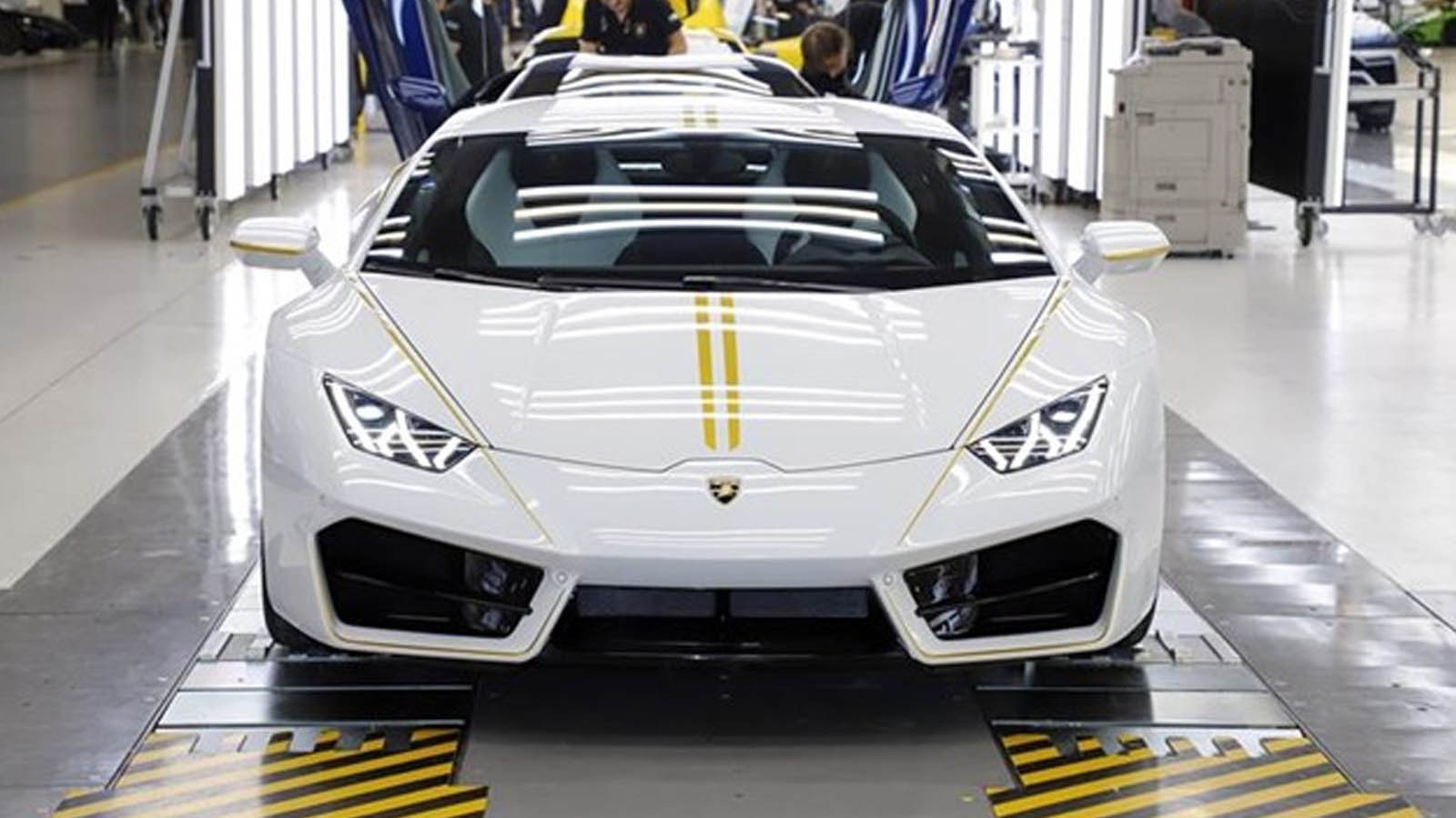 The Huracán Donated to Pope Francis Now on Exhibit at the Lamborghini Museum