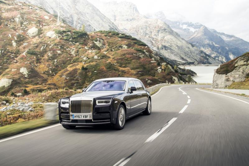 ROLLS-ROYCE PHANTOM ADDS TO TROPHY CABINET WITH AUTOCAR 'FIVE-STAR CAR' AWARD