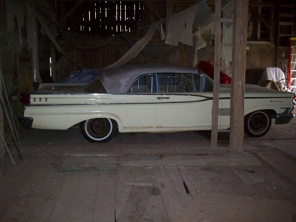 1959 Mercury Monterey in barn