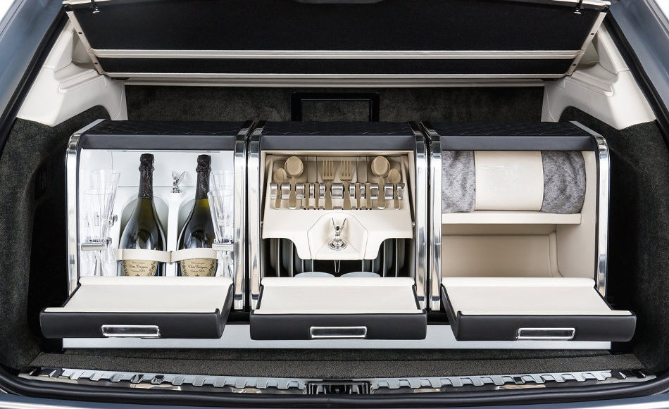 2016 Bentley Bentayga Kitchenette Set