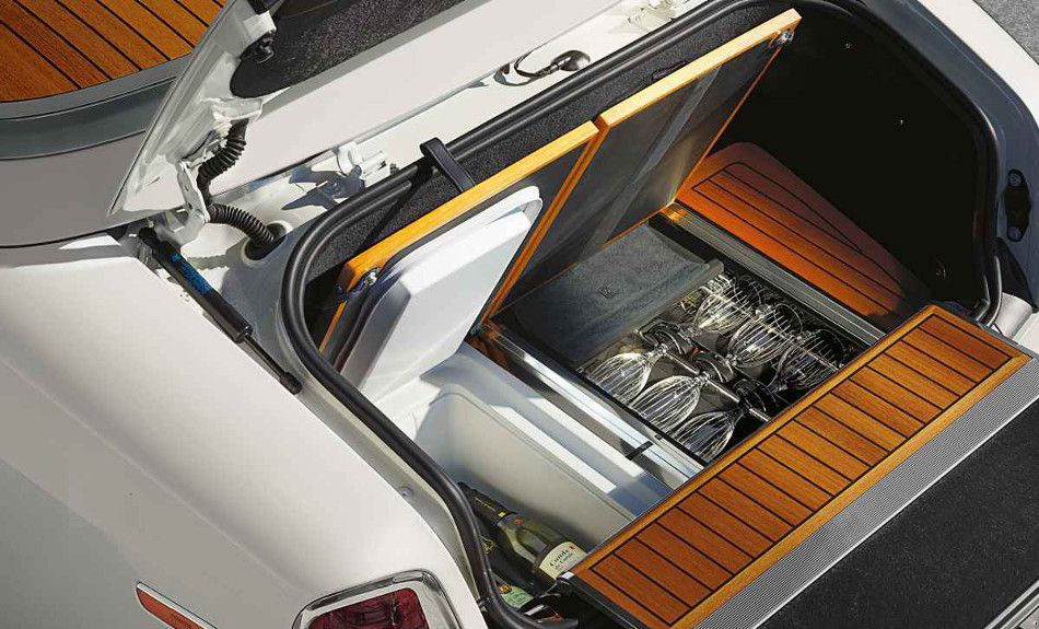 2017 Rolls-Royce Phantom Drophead Coupe Champaign Storage