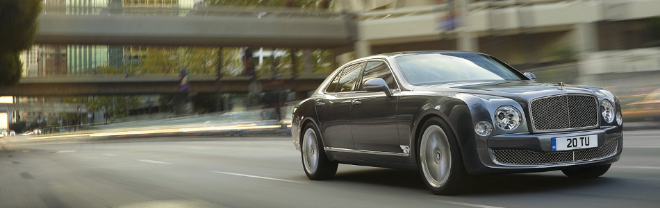 Bentley Mulsanne Driving in CIty