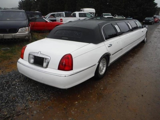Stock N200rchk Used 2000 Lincoln Town Car Bedford Virginia 24523