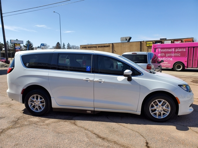 Stock# 1023 USED 2017 Chrysler Pacifica | Sioux Falls ...