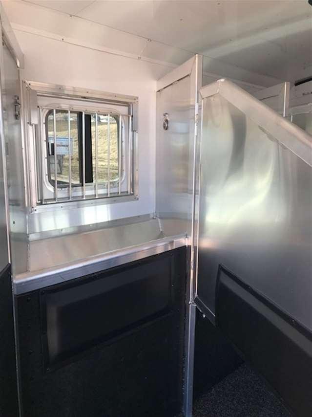 2019 Exiss 8314 endeavor 3 horse living quarters