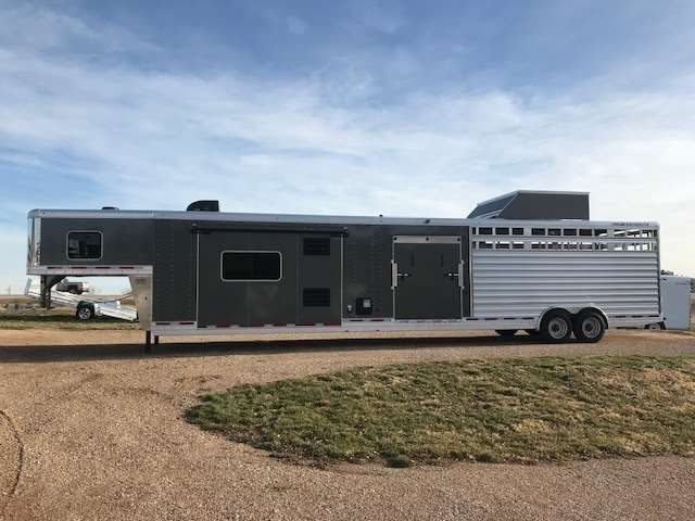 2019 Featherlite 8413 stock combo living quarters