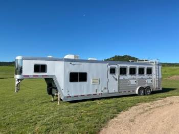 2016 FEATHERLITE 5 HORSE TRAILER