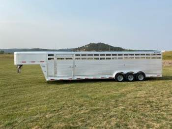 "2021 SOONER 7FT.6""X32FT Stock Trailer"