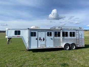 2005 FEATHERLITE 4 Horse with weekender package