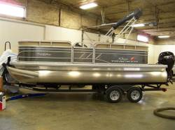 2020 SUNTRACKER PARTY BARGE 20 FT