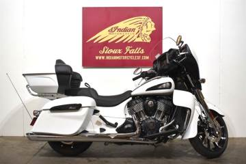 2020 INDIAN MOTORCYCLE® ROADMASTER® DARK HORSE® WHITE SMOKE